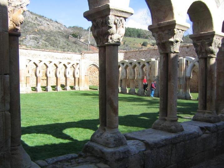 Iglesia y claustro del antiguo monasterio de San Juan de Duero