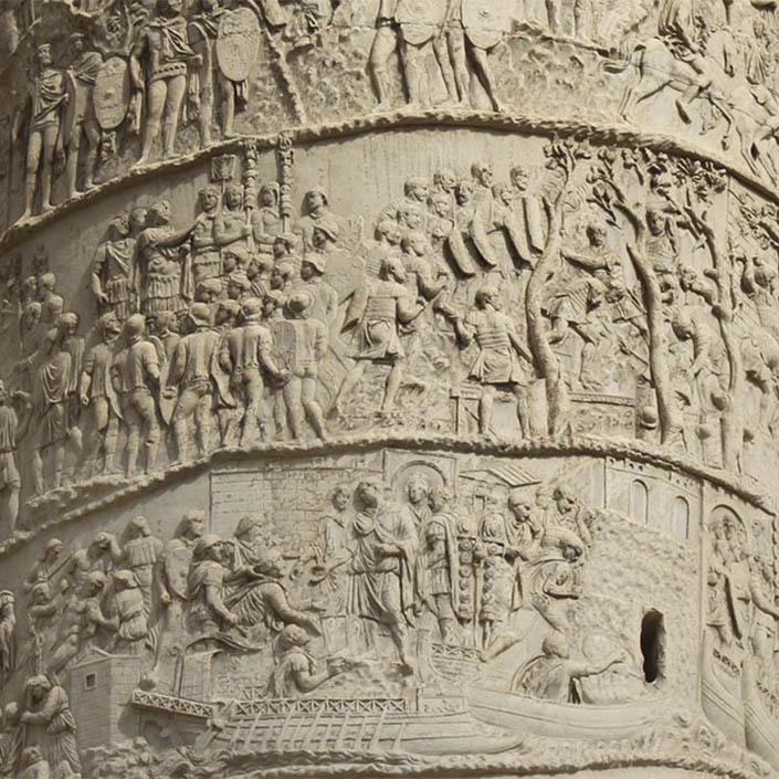 Detalle de Columna Trajana con la separación entre la parte superior y la inferior